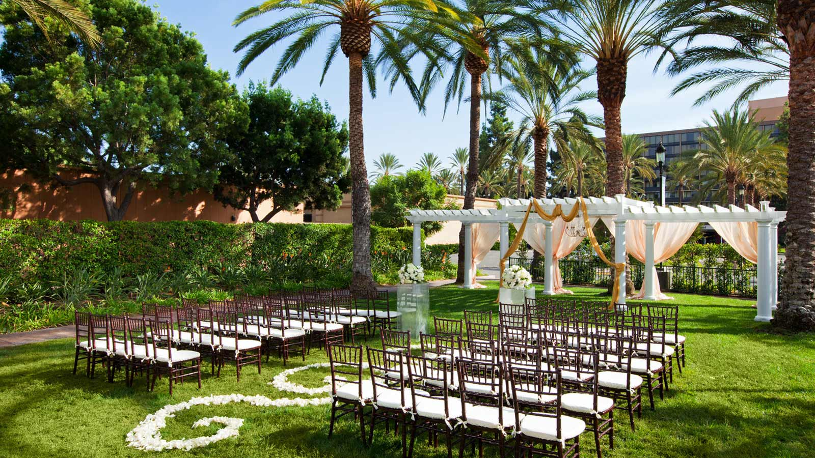 Outdoor Wedding Venues: Sheraton Park Hotel At The